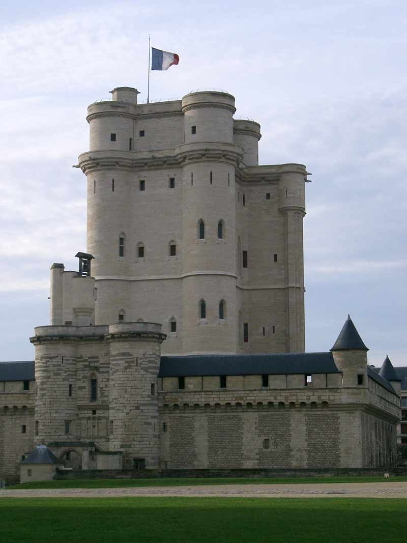 Paris Lafayette s tomb & Vincennes castle private tour