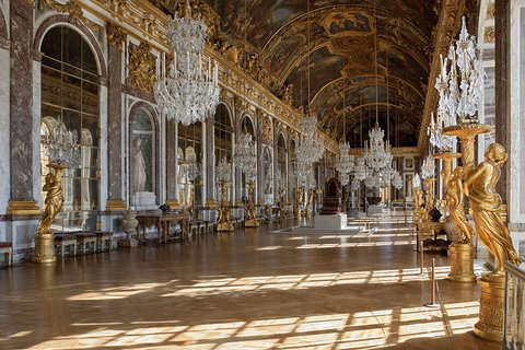 Versailles palace : hall of mirrors