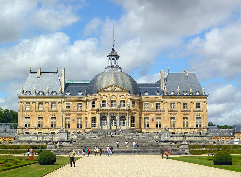 Fontainebleau and Vaux le Vicomte palaces including Barbizon village